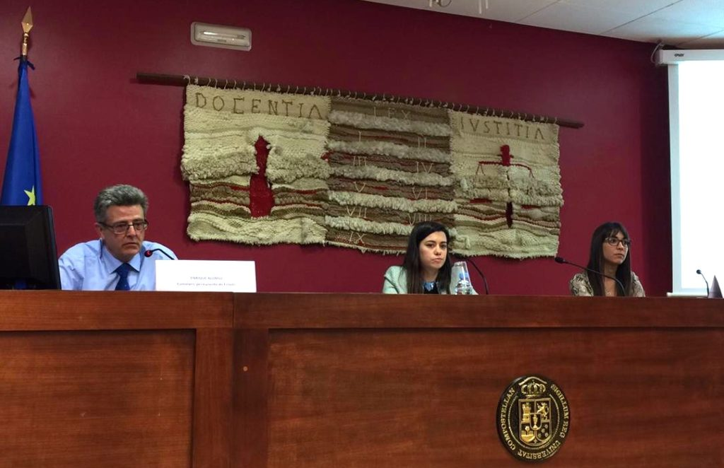Enrique Alonso, Julia Ammerman e Irene Torres en la Jornada El Derecho y los Animales de Santiago de Compostela