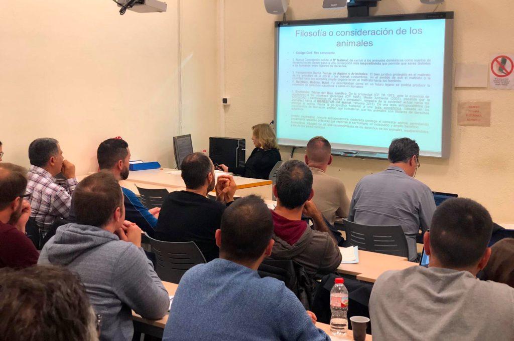 La Fiscal Neus Pujal imparte formación sobre protección animal a la Guardia Urbana de Barcelona