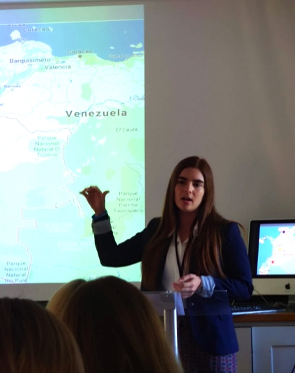 Macarena Montes en un momento de su ponencia